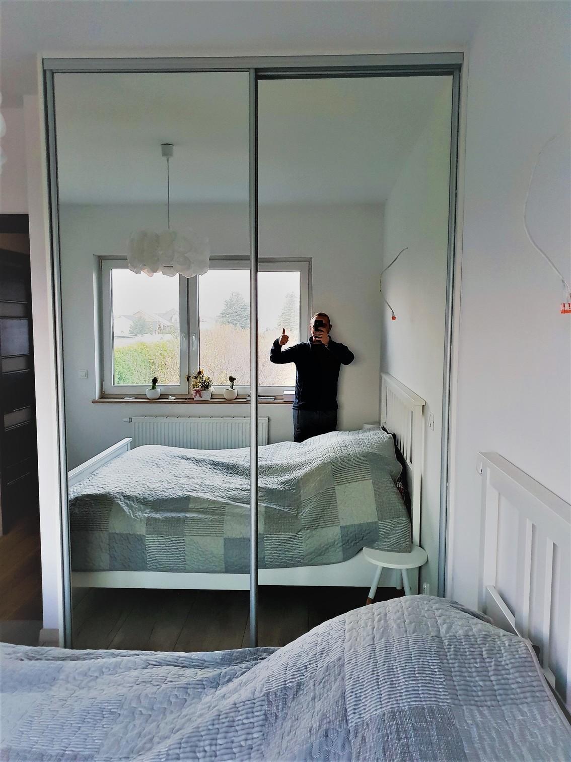der kleiderschrank nach ma mit spiegelt ren. Black Bedroom Furniture Sets. Home Design Ideas